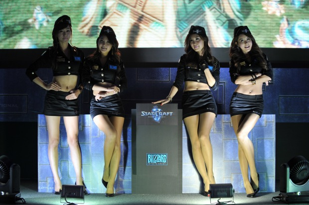 Beautiful Korean Models ( Starcraft is cool in Korea ;) )